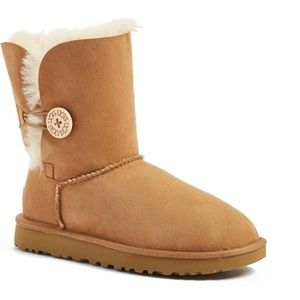 Ugg Bailey Button Boots Size 9 chestnut